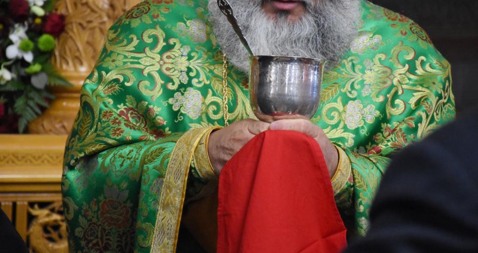 Παρατείνονται τα περιοριστικά μέτρα στις εκκλησίες