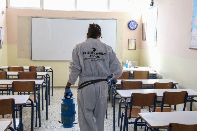 Κορονοϊός: Εν αναμονή αποφάσεων για το κλείσιμο σχολείων