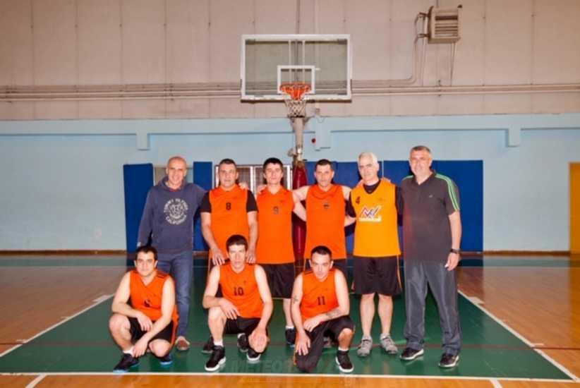 Με τα χρώματα της ομάδας μπάσκετ του ΚΕΘΕΑ «ΕΞΟΔΟΣ» ο Πρόεδρος, Χρίστος Λιάπης