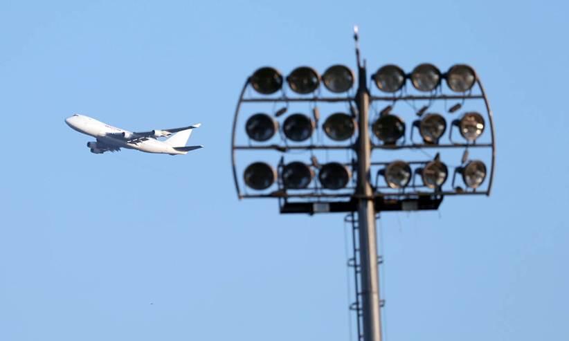 Κορονοϊός: Σκέψεις στην κυβέρνηση να σταματήσουν οι πτήσεις από και προς την Ελλάδα