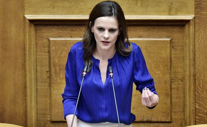Αχτσιόγλου: Εμπαιγμός των αυτοαπασχολούμενων το νέο μέτρο της κυβέρνησης για το πρόγραμμα κατάρτισης