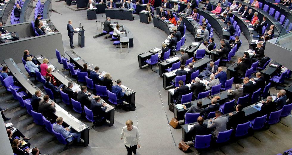 Ιστορική απόφαση της γερμανικής Βουλής βάζει τέλος στο «φρένο χρέους»
