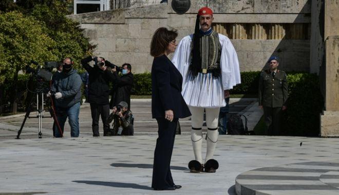 25η Μαρτίου: Λιτός ο εορτασμός - Πέταξαν μαχητικά πάνω από την Αθήνα