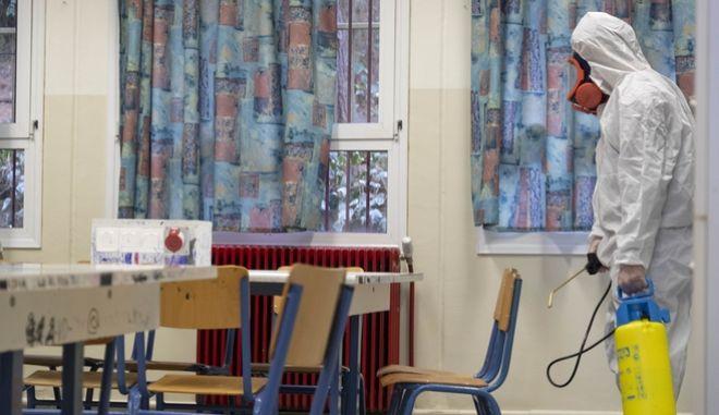 Κορονοϊος: Αποφασίστηκε το κλείσιμο όλων των σχολείων στη χώρα μας για 14 ημέρες