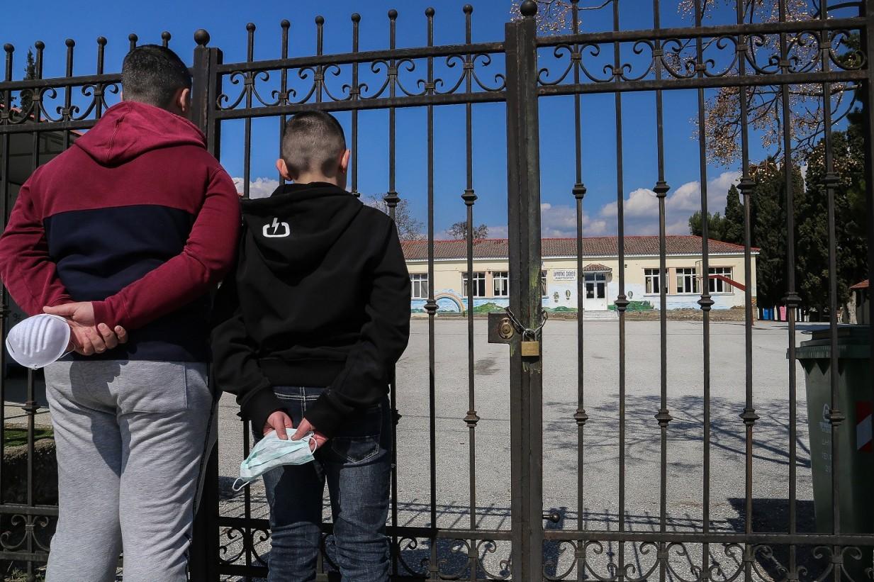 O ΣΥΡΙΖΑ ζητά από την κυβέρνηση να μην ανοίξουν τα σχολεία
