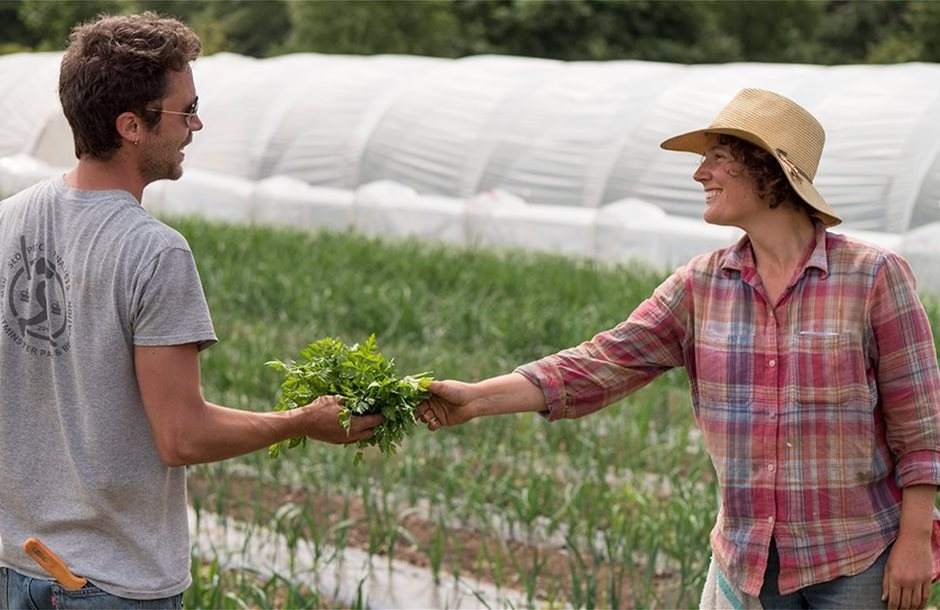 """""""Έχει δουλειές στα χωράφια"""" λένε Γαλλία, Γερμανία σε νέους ανέργους"""