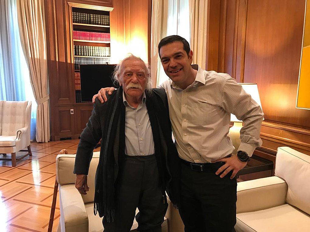 Αλ. Τσίπρας για Μ. Γλέζο: Αποχαιρετώ τον αντάρτη, τον ασυμβίβαστο αγωνιστή