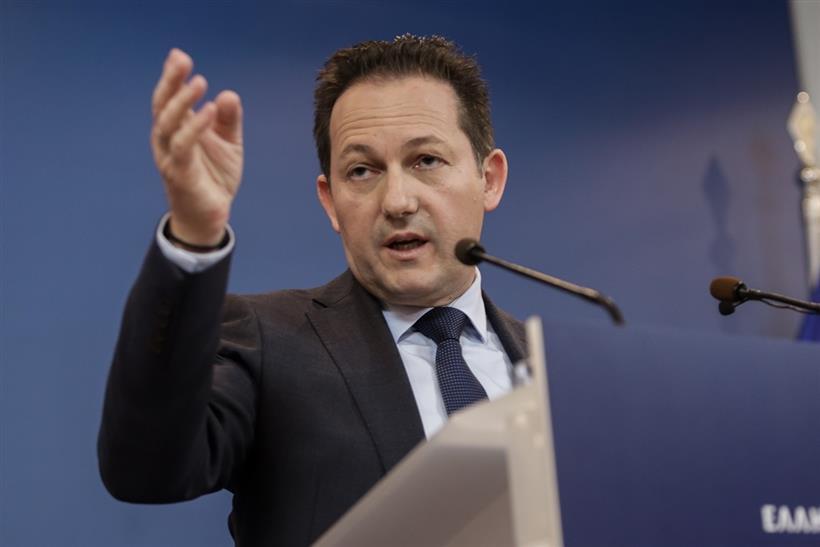 Πέτσας για τις προτάσεις του ΣΥΡΙΖΑ: «Τρέχα γύρευε» και «μπερδεύονται με τους λογαριασμούς»