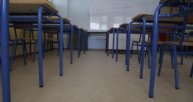Μάριος Λαζανάς: Τα σχολεία δεν πρέπει να ανοίξουν – «Να τελειώσει τώρα η σχολική χρονιά»