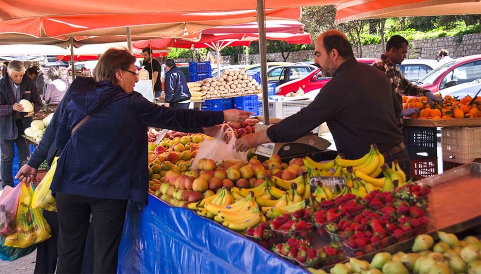 Πίνακες συμμετοχής πωλητών στην Λαϊκή Αγορά της Καλαμπάκας στις 8/5/2020