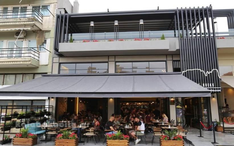 """All day coffee bar restaurant """"Feel the rocks"""": Θέσεις εργασίας για σερβιτόρους και σερβιτόρες"""