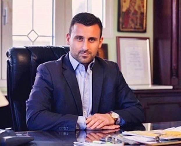 Ο Λευτέρης Αβραμόπουλος Διοικητής στη δομή φιλοξενίας προσφύγων στη Βέροια