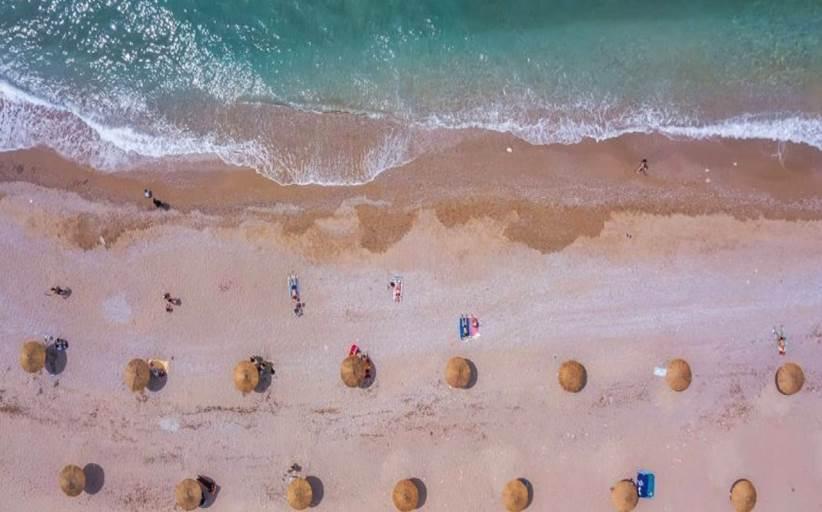 Η Γλυφάδα κάνει την αρχή - Πώς θα είναι οι οργανωμένες παραλίες στη χώρα μας φέτος