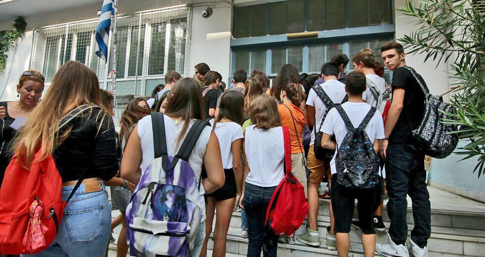 Μακρή: Ανοίγουν Γυμνάσια και Λύκεια εκτός από τις κόκκινες περιοχές