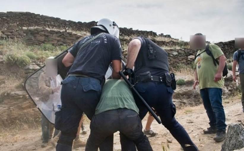 Βίαια επεισόδια στην Τήνο για τις ανεμογεννήτριες