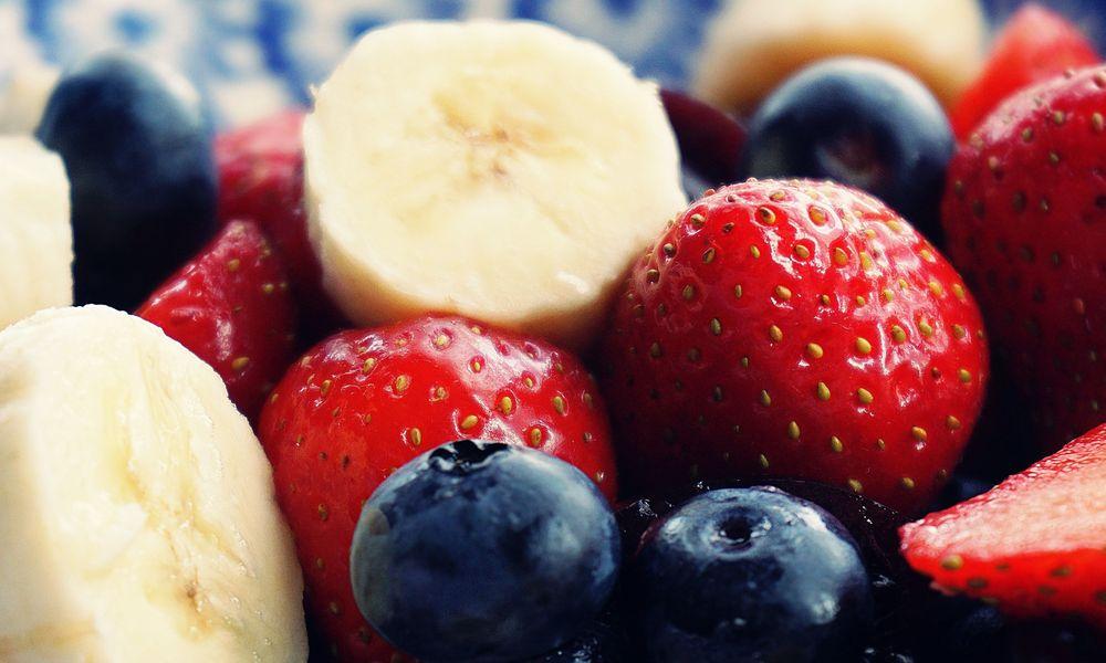 Τα υπέροχα καλοκαιρινά φρούτα: Τι μας προσφέρουν, πότε τα τρώμε;