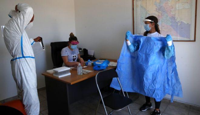 Αύξηση των κρουσμάτων κορονοϊού στην Ελλάδα κατά 19, ανακοίνωσε ο ΕΟΔΥ