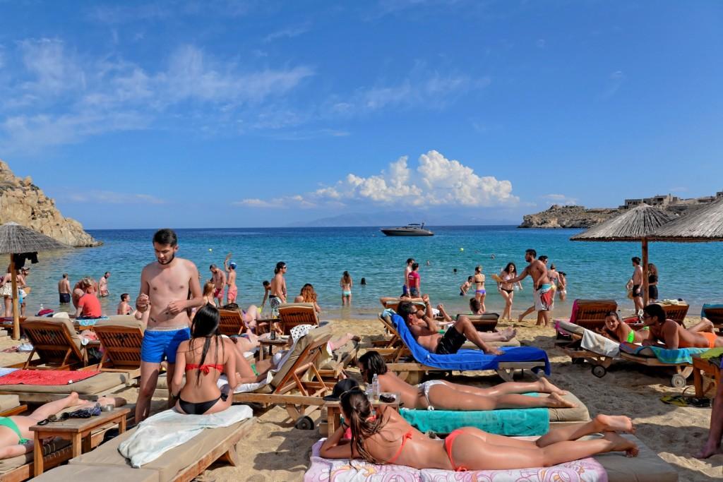 Μύκονος: Συνωστισμός, λουκέτο και πρόστιμο σε γνωστό beach bar