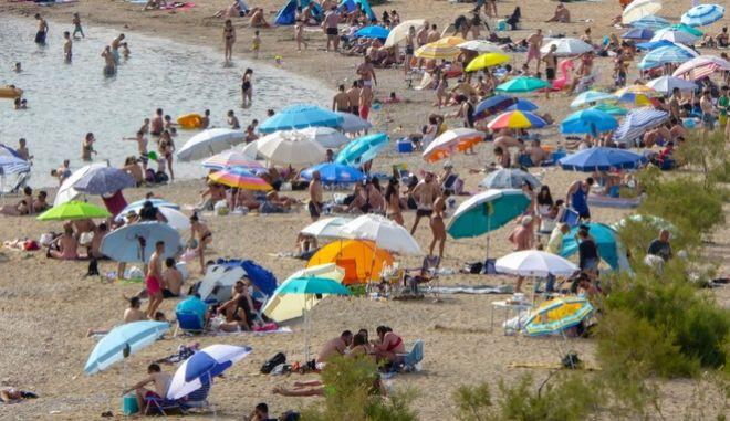 Νέοι κανόνες στις παραλίες - Τι ισχύει για λουόμενους και επιχειρήσεις