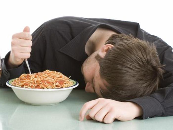 Τροφές που μας φέρνουν υπνηλία κατά τη διάρκεια της ημέρας