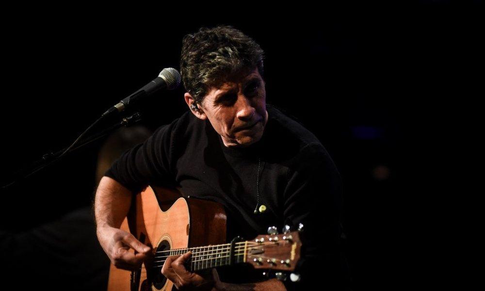 Ο Σωκράτης Μάλαμας επιστρέφει με acoustic εμφανίσεις