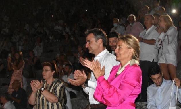 Σιωπή Κ. Μητσοτάκη για το αν δέσμευσε τρία ελικόπτερα για τις διακοπές του