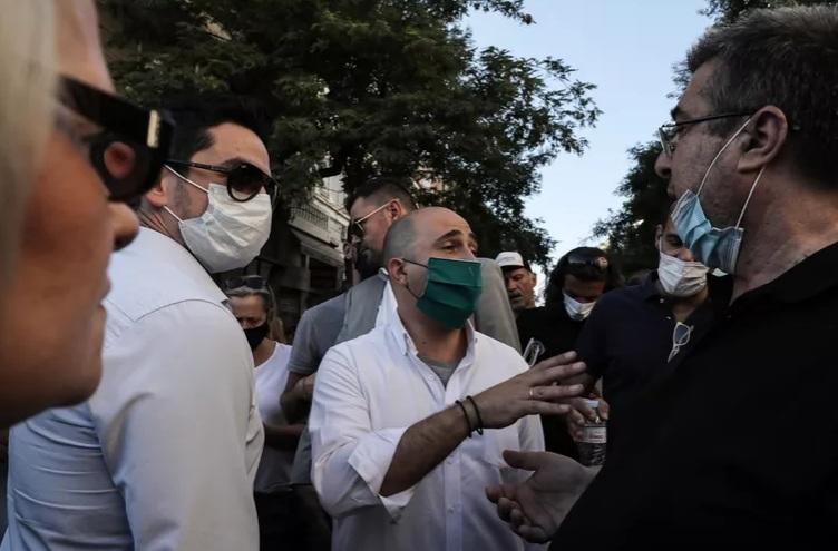 Μπογδάνος και Κασιδιάρης στη συγκέντρωση ενάντια στους πρόσφυγες στην Πλατεία Βικτωρίας