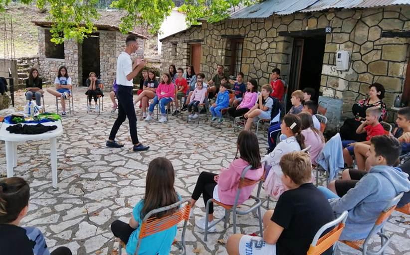 Θεατρικό παιχνίδι, δημιουργική γραφή και αφήγηση παιδικής λογοτεχνίας για τα παιδιά στο όμορφο χωριό της Καλλιρρόης