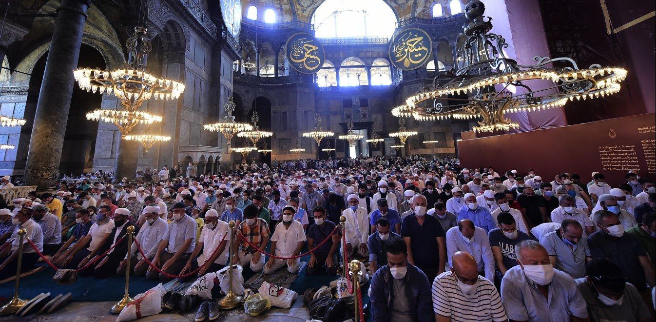 Αγία Σοφία: Τρεις χιλιάδες άνθρωποι μολύνθηκαν με κορονοϊό στη φιέστα Ερντογάν
