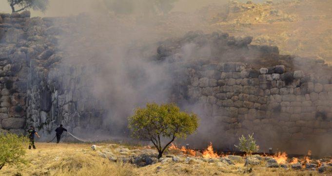 Πυρκαγιά στις Μυκήνες – Εκκενώθηκε προληπτικά ο αρχαιολογικός χώρος