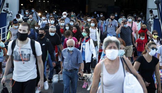 Κορονοϊός: Η έξαρση κρουσμάτων και ο