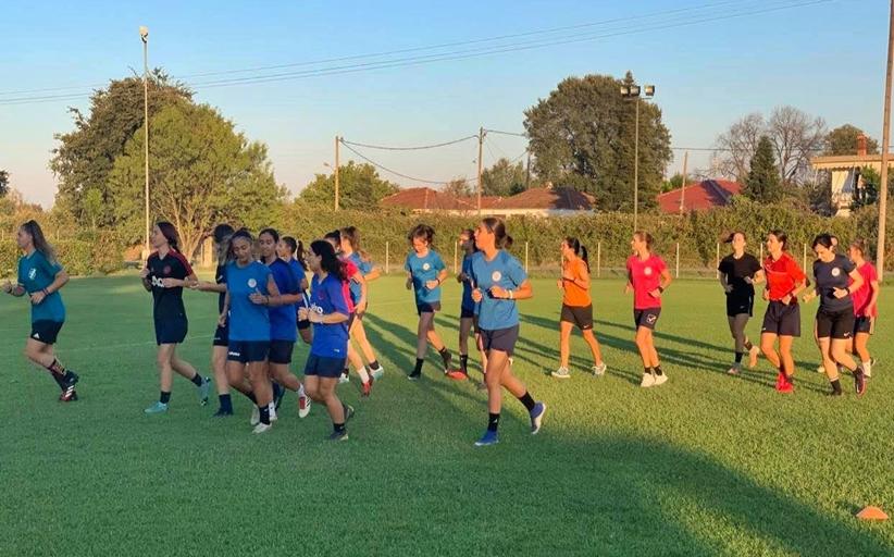 Στο γήπεδο και τα κορίτσια του Α Ο Τρίκαλα