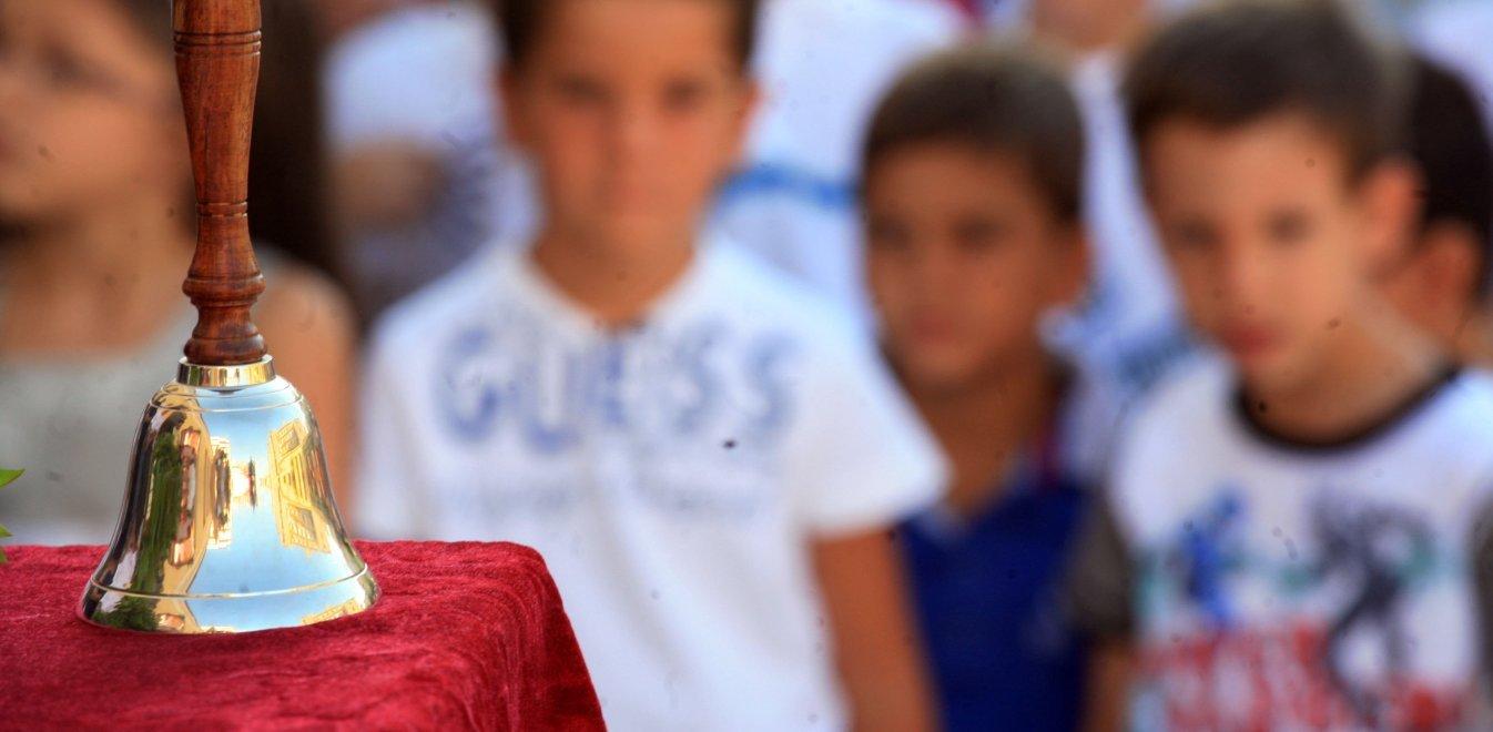 Αρνητές της μάσκας στις τάξεις - Τι απαντά το υπουργείο Παιδείας