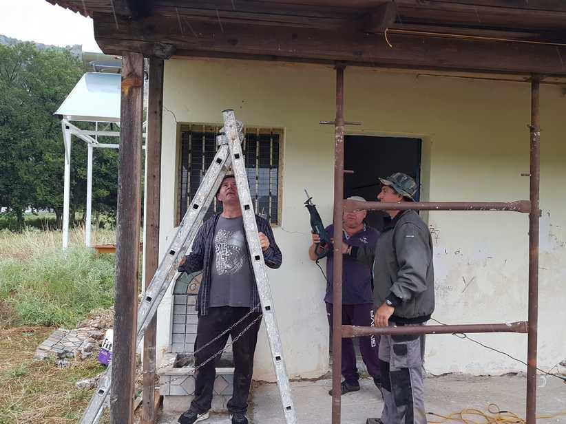 Συντήρηση και απαραίτητες επισκευές στα αποδυτήρια του ΑΟ Θεόπετρας