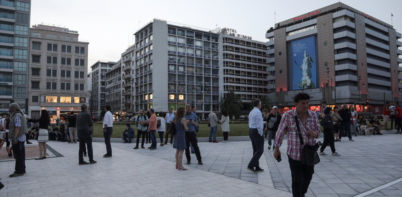 Κορονοϊός: Νέα μέτρα στο τραπέζι για την Αττική - Μάσκες παντού, κλείνουν οι πλατείες