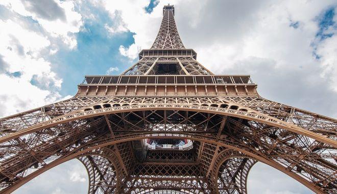 Πύργος του Άιφελ:  Άνδρας απειλεί να τον ανατινάξει