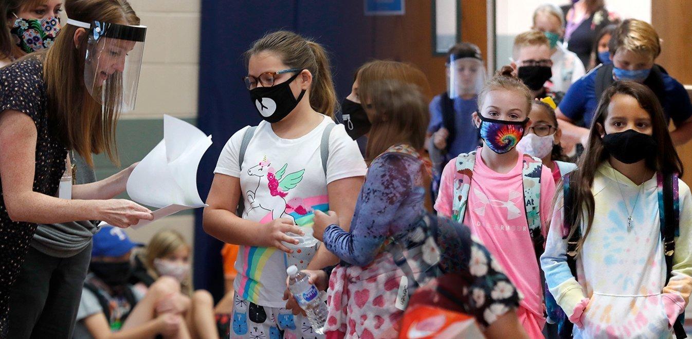 Οι υφασμάτινες μάσκες επιλέχτηκαν λόγω κόστους ή είναι οι καλύτερες για τα παιδιά;