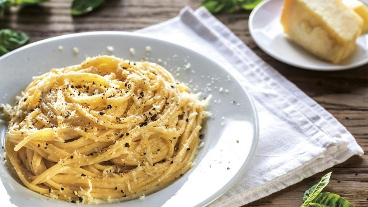 «Ρωμαϊκό» σπαγγέτι με τυρί και πιπέρι
