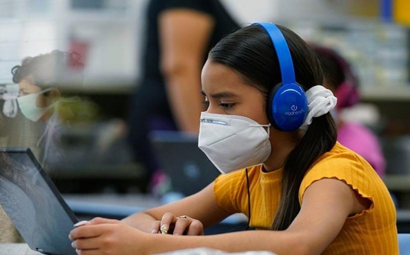 Κορονοϊός: Το «κρυφτούλι» με τις μάσκες και το φράγμα των 11.000 κρουσμάτων