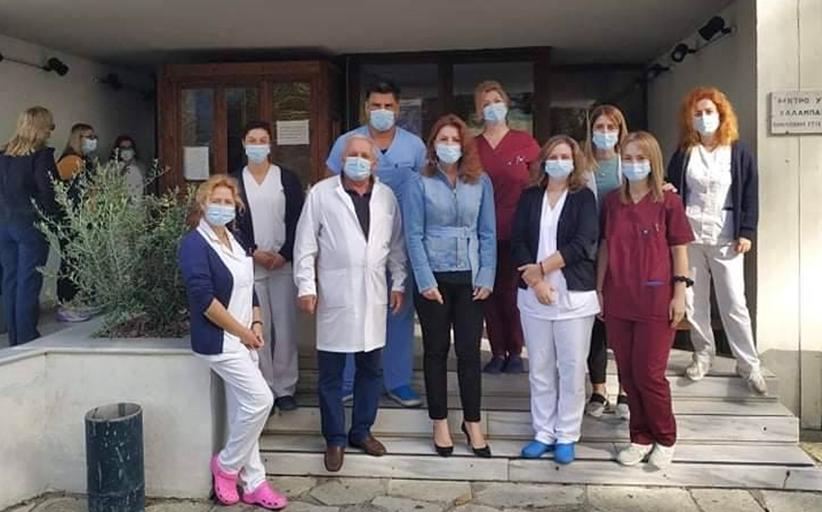 Ανάγκες και ελλείψεις, μετέφεραν ιατροί και νοσηλευτές του Κέντρου Υγείας Καλαμπάκας στη Βουλευτή Κ. Παπακώστα