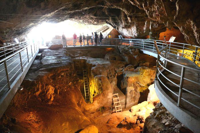 Νεότερα στοιχεία για το σπήλαιο της Θεόπετρας