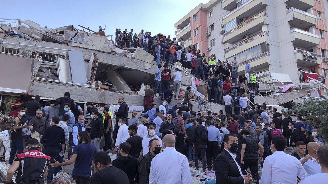 Σμύρνη: 12 νεκροί, 400 τραυματίες