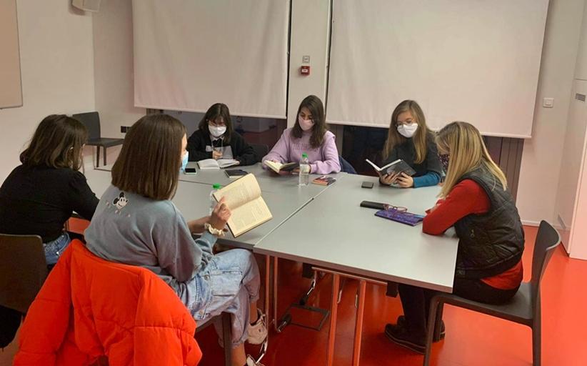 ΒΙΒΛΙΟΘΗΚΗ ΚΑΛΑΜΠΑΚΑΣ: Εφηβική λέσχη ανάγνωσης: αφιέρωμα στην Αγκάθα Κρίστι