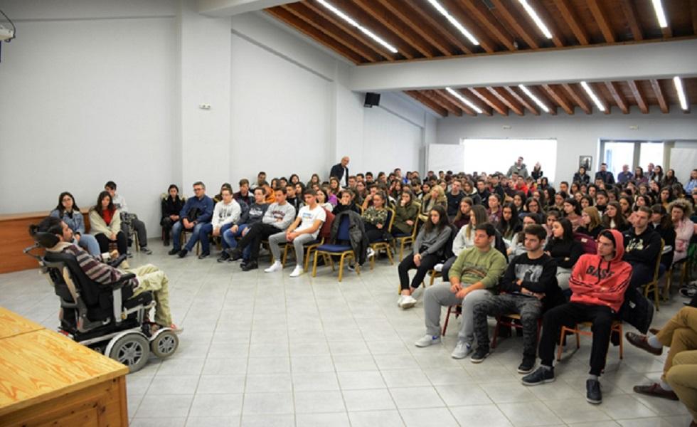 Μαθητές και καθηγητές της Β΄ τάξης του ΓΕΛ Καλαμπάκας, πραγματοποιήσαν δράσεις για τα τροχαία ατυχήματα και την οδική ασφάλεια