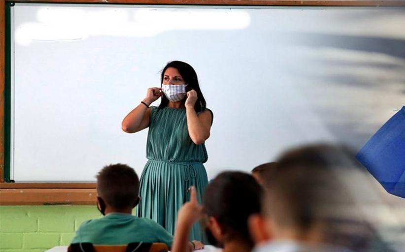 ΟΛΜΕ: Μην ανοίξετε τα σχολεία - Εχουμε πολλούς θανάτους και διασωληνωμένους καθηγητές