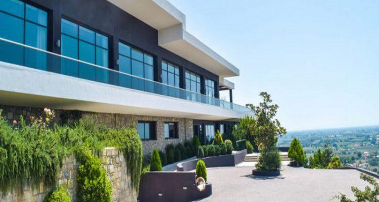 Στην ιδιοκτησία της οικογένειας Μιχάλη Σαράντη το ξενοδοχείο