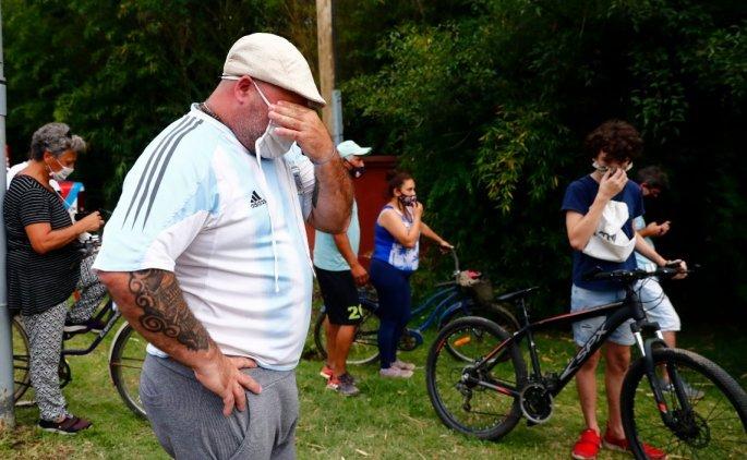 Θρήνος στην Αργεντινή: Στους δρόμους ο κόσμος κλαίει για τον Ντιέγκο Μαραντόνα