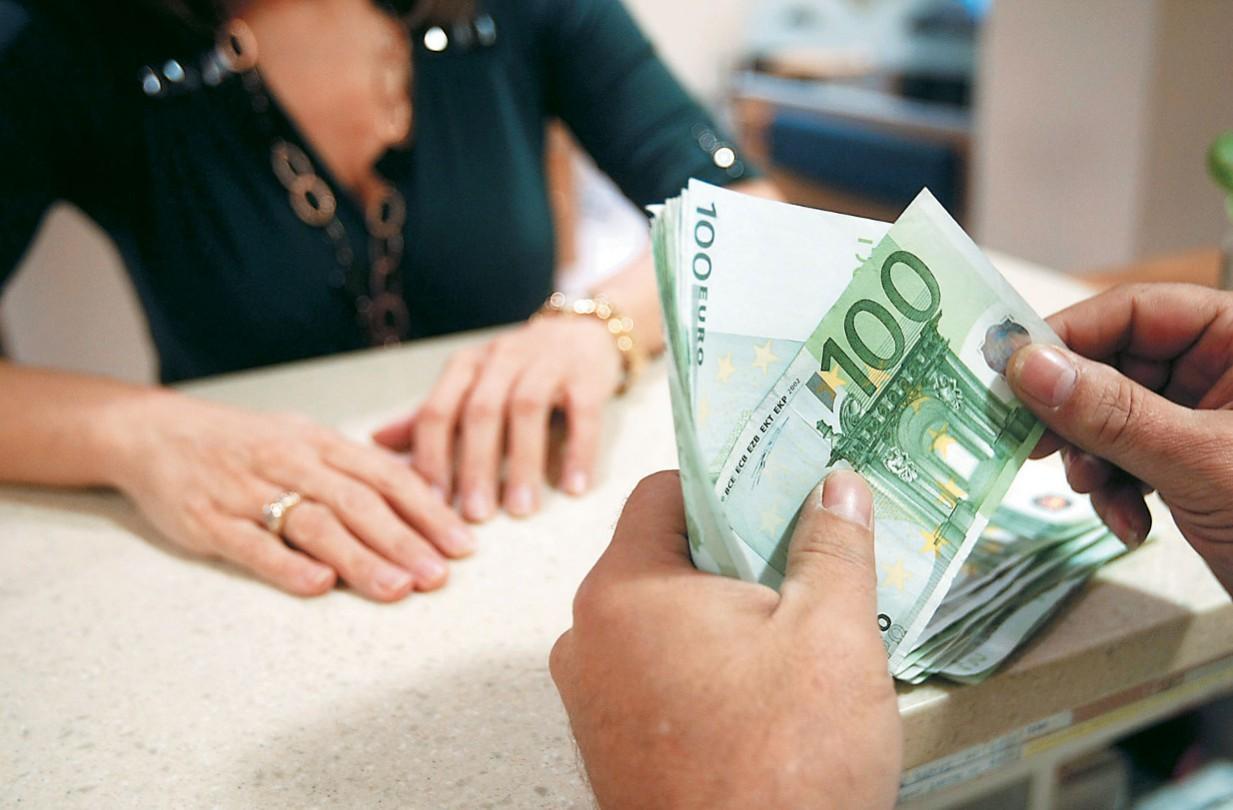 ΟΠΕΚΑ: Πότε πληρώνονται οι δικαιούχοι τα επιδόματα Νοεμβρίου - Πόσα χρήματα θα πάρουν