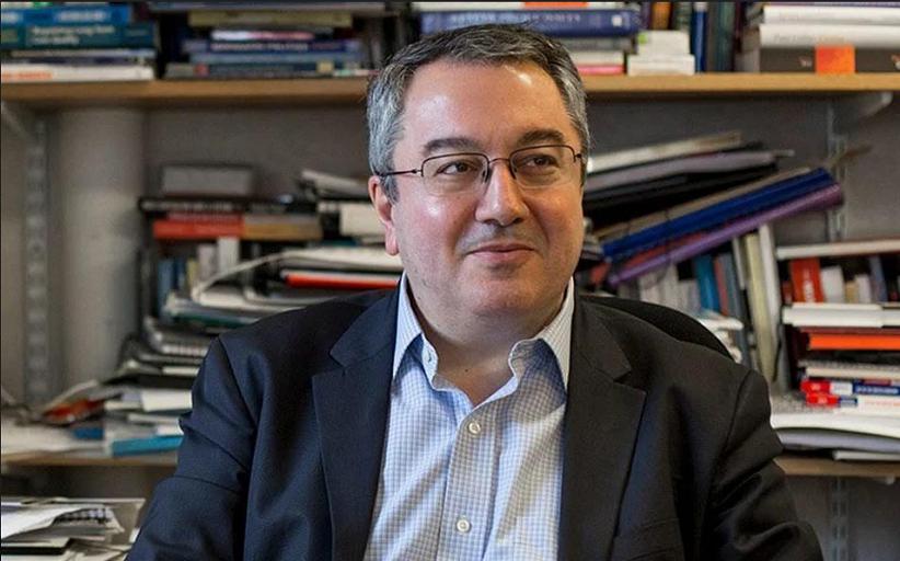 Τον τρικαλινό Καθηγητή Ηλία Μόσιαλο θα τιμήσει ο Δήμος Τρικκαίων