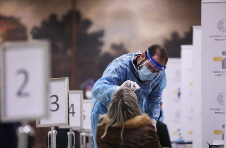 Κορονοϊός: 639 νέα κρούσματα – 62 νέοι θάνατοι, 558 διασωληνωμένοι